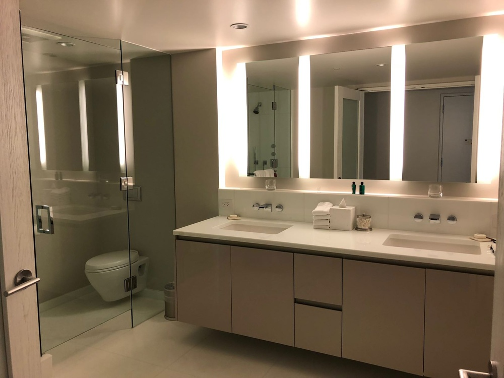 waiea gueat suite bathroom.jpg