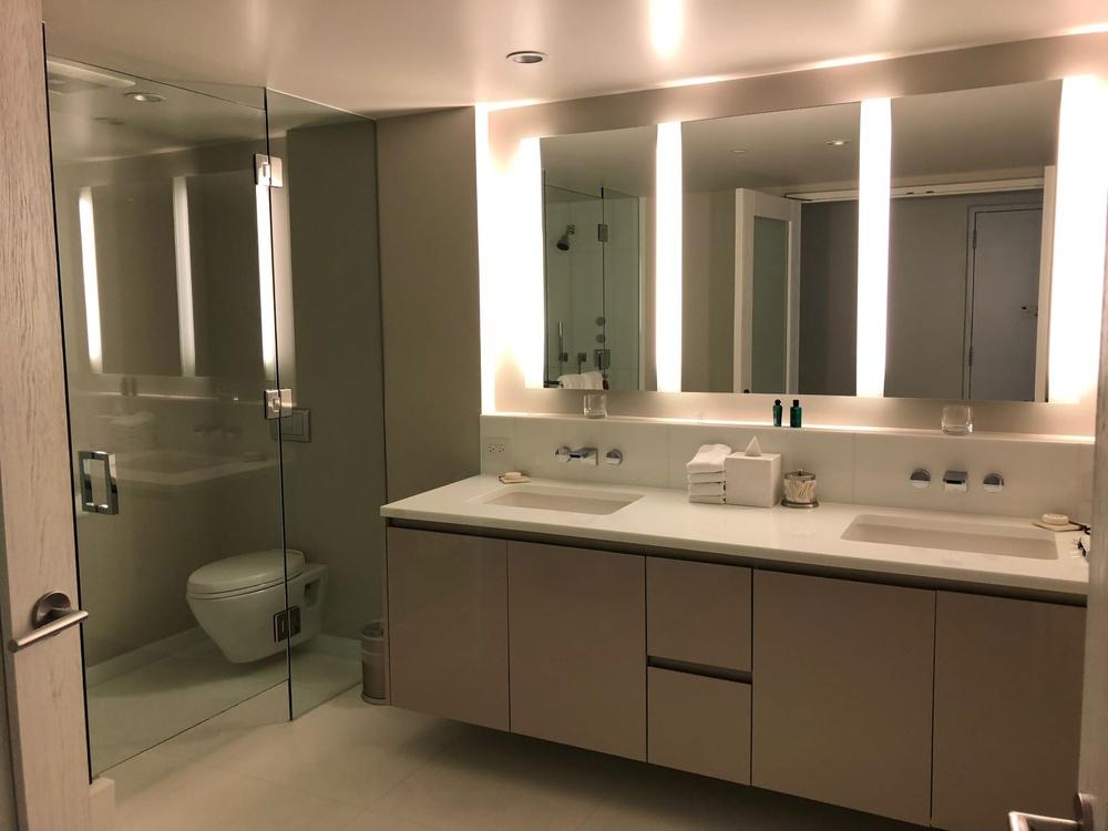 waiea gueat suite bathroom.jpg